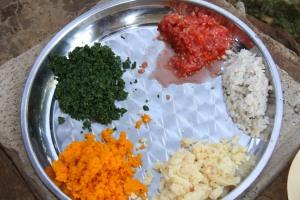 Ingredients for the preparation of a balanced diet on display at the health post በጤና ኬላው ለታዳሚዎች እይታ የቀረቡ ለተመጣጠነ ምግብ ዝግጅት የሚውሉ ግብዓቶች