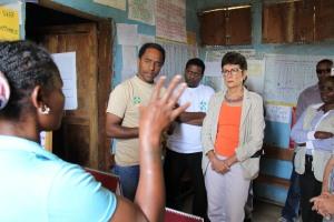 Health extension worker briefing Ambassador Haslach and GOAL Ethiopia staffers about services provided at the health post የጤና ኤክስተንሽን ባለሙያዋ ለአምባሳደር ሃስላክና ለጎል ኢትዮጵያ የሥራ ባልደረቦች በጤና ኬላው ስለሚሰጡ አገልግሎቶች ገላጻ በሰጡበት ወቅት