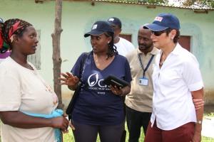 World Vision International staffer showing Ambassador Haslach food distribution monitoring system used at the food distribution center የወርልድ ቪዢን ኢንተርናሽናል ባልደረባ በምግብ ማከፋፈያ ማዕከሉ የምግብ እርዳታ ስርጭትን ለመቆጣጠር የሚያገለግል አሠራርን ለአምባሳደር ሃስላክ ሲያሳዩ