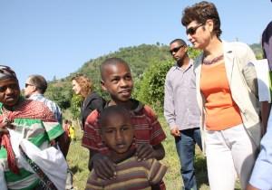 Ambassador Haslach shown around at a Mirab Abaya health post አምባሳደር ሃስላክ ምዕራብ አባያ የሚገኘውን የጤና ኬላ ተዘዋውረው በጎበኙበት ወቅት