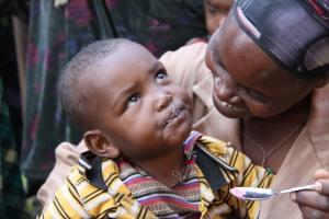 Mother feeding her child at a health post in Mirab Abaya after learning how to prepare balanced diet አንዲት እናት የተመጣጠነ ምግብ አዘገጃጀት ገለጻ ከተከታተለች በኋላ ልጇን ስትመግብ
