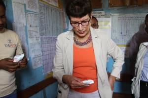 Ambassador Haslach closely examining Rutf, therapeutic food designed for malnourished children አምባሳደር ሃስላክ በምግብ እጥረት ለተጎዱ ህጻናት ተቀምሞ የሚሰጠውን ራትፍ የተሰኘ ንጥረ ነገር ሲመለከቱ
