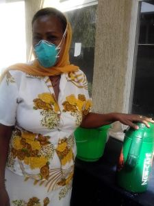Workers like her make things move. Delivering food to TB patient. Photo: Grace Adofoli.