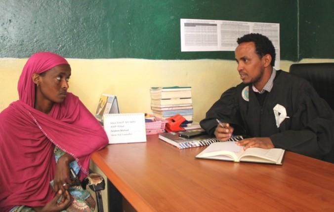 Ethiopia_Asha_Adem_gets_legal_assistance_from_Zelalem_Michael_E